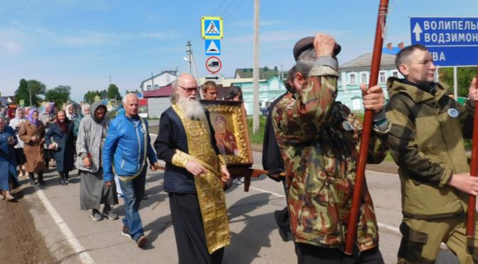 В Глазове побывали участники царского крестного хода